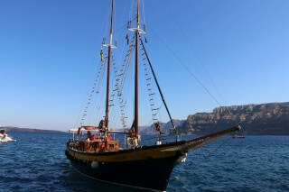 santorini excursion aethrio hotel sailing